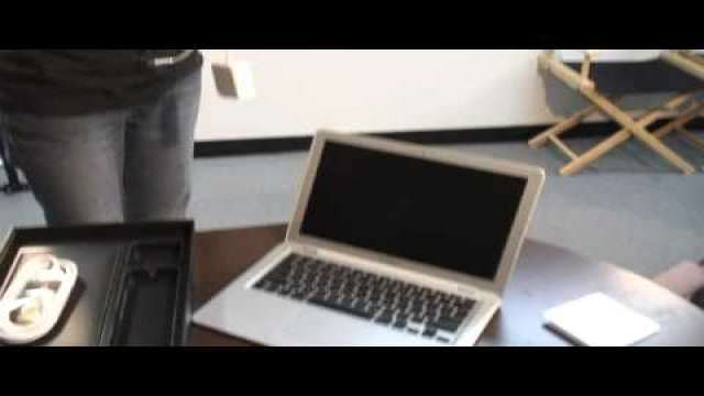 MacMost Now 45: Unboxing the MacBook Air